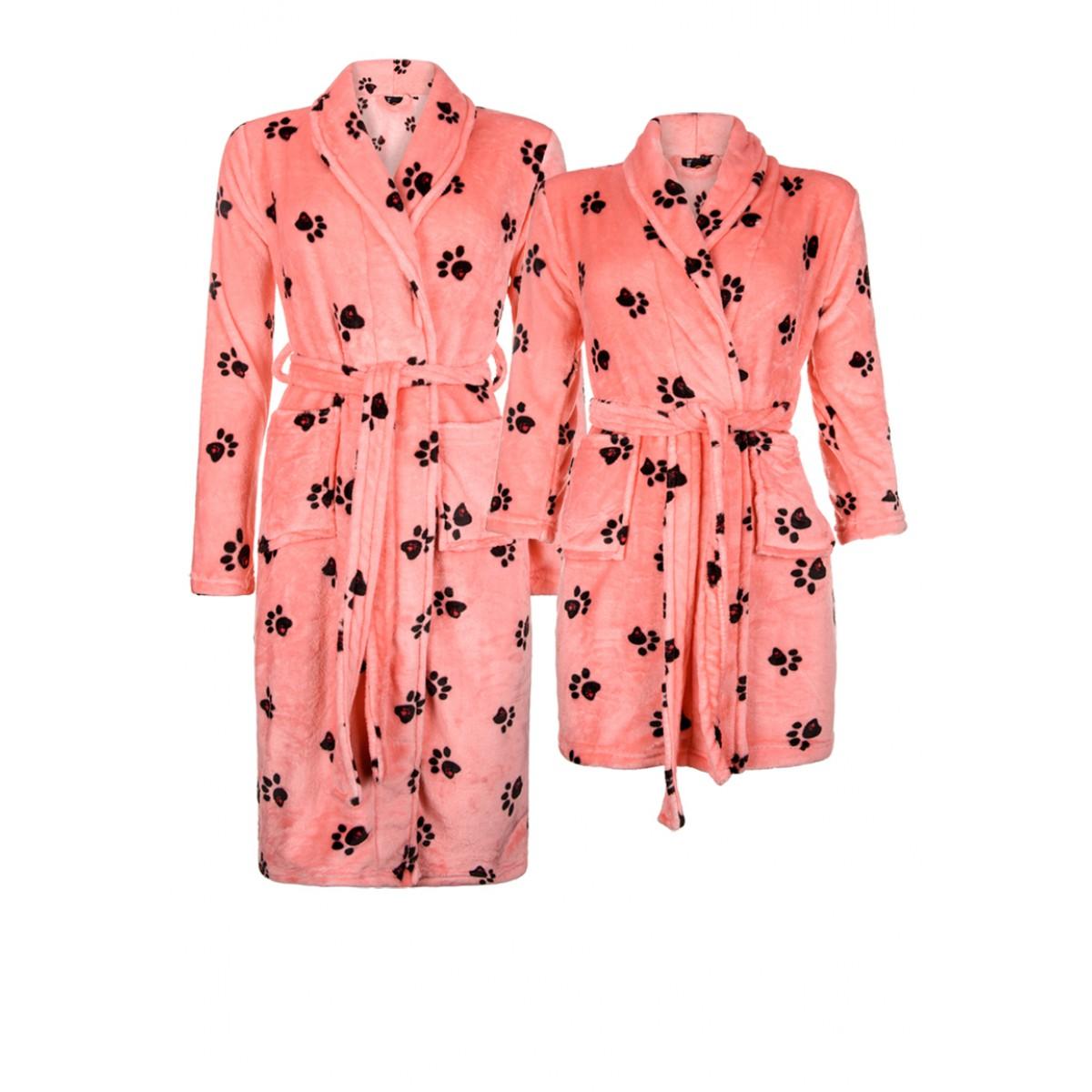 roze badjas hond